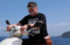Författaren Peter Erik Du Rietz på Tilos i Grekland