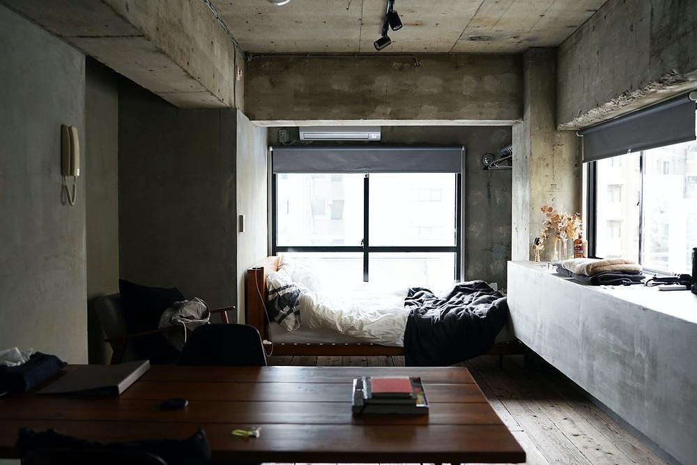 Ambiente integrado - Ligação entre quarto e escritório, utilizando decoração industrial