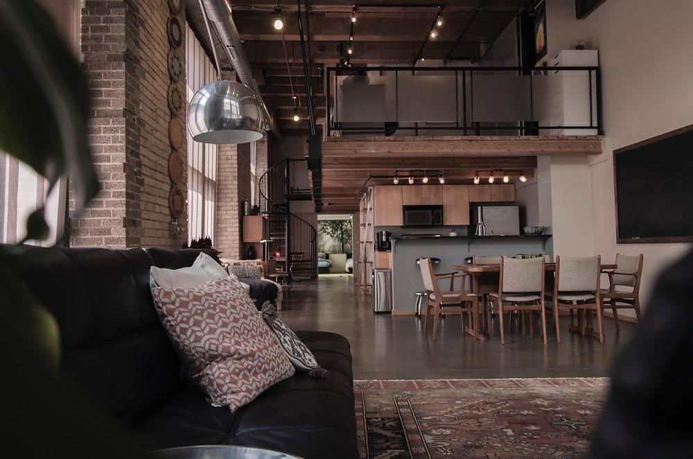 Ambiente integrado - União da sala de jantar junto com a sala de estar e a cozinha formando um espaço amplo e elegante