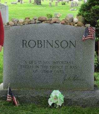 2011 Jackie Robinson grave Brooklyn