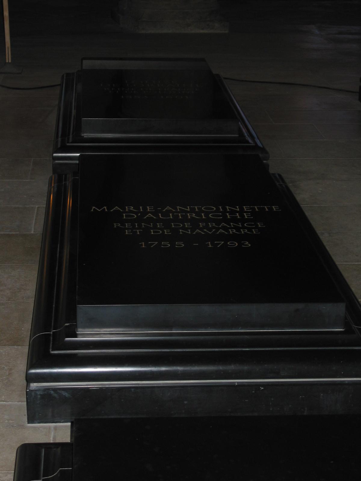 2005 Europe Marie Antoinette grave