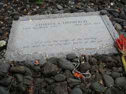 2007 Maui Hawaii Lindbergh grave