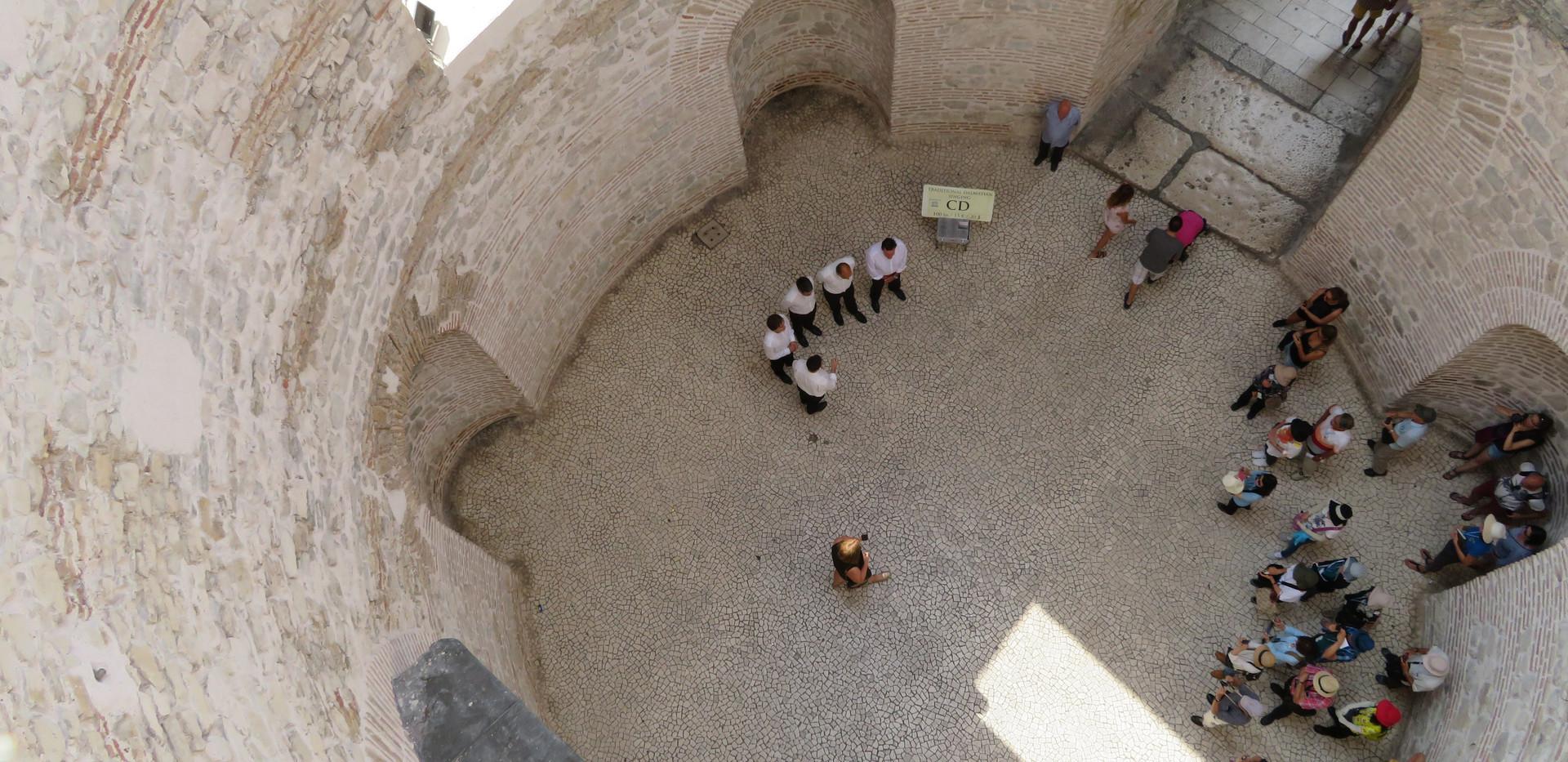 2018 Split Croatia vestibule to residenc