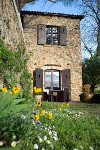 Votre tour médiévale et votre terrasse.