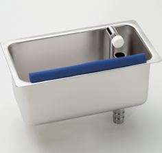 Cleaning sink with waterflow in counter model