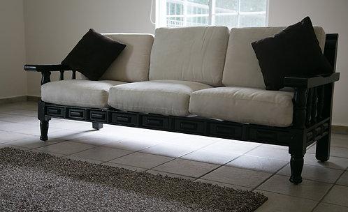 Sofá de tres plazas /Three seater sofa
