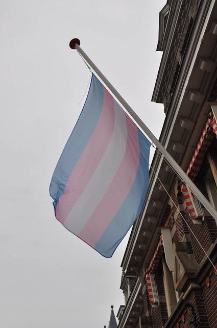 Trans Vlag op het balkon Manor Hotel