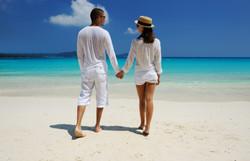 invite-to-paradise-holiday-honeymoon-sri-lanka-maldives-couple-beach-walk-1