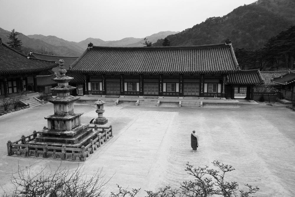 6.Haeinsa 1622, 80x120cm, Archival pigment print on Hanji, 2016