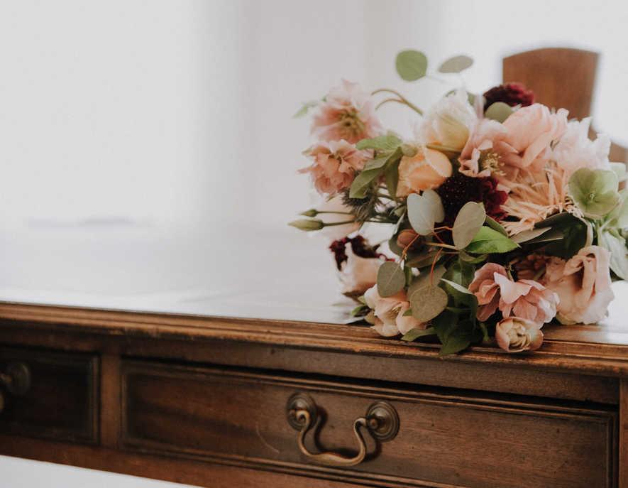 Brautstrauss-Blumen-Hochzeit-Tisch