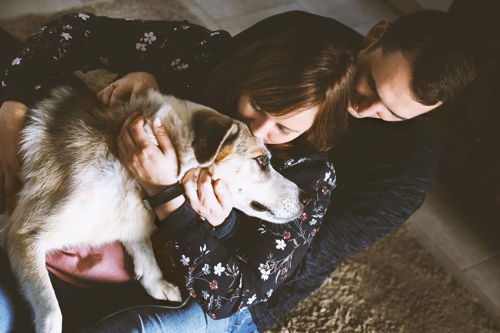 Familie-Frau-Mann-Hund
