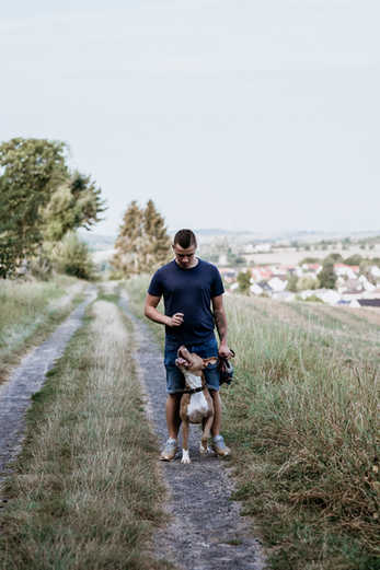 Mann-Hund-Wiese-Fotografie