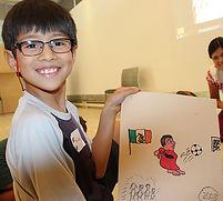 Le codex de l'immigration, The Immigration Codex - Un enfant tien son dessin pur le codex, A child holds his drawing for the codex