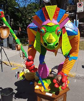 Dia de muertos NDG - Une sculpture fait de matière recyclable, A sculpture made of recyclable materials