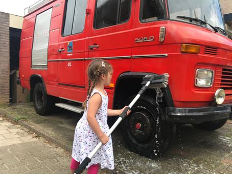 De vierde Mercedes bus voor Joey, maar de eerste die hij zelf heeft opgebouwd