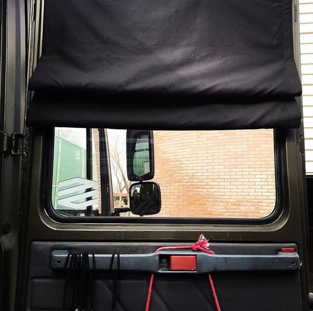 'Zwart' Mercedes 815, Vario achterdeur