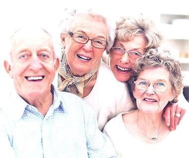 Un groupe de personnes âgées