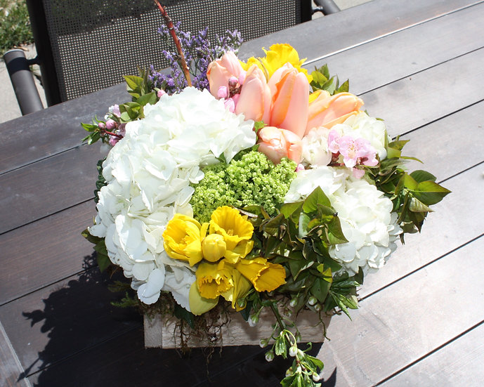 Hydrangea, Rose, Lily, Status Table Arrangement