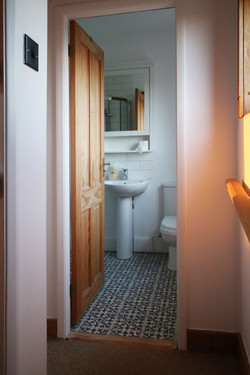 Bathroom_Upstairs_1.jpg