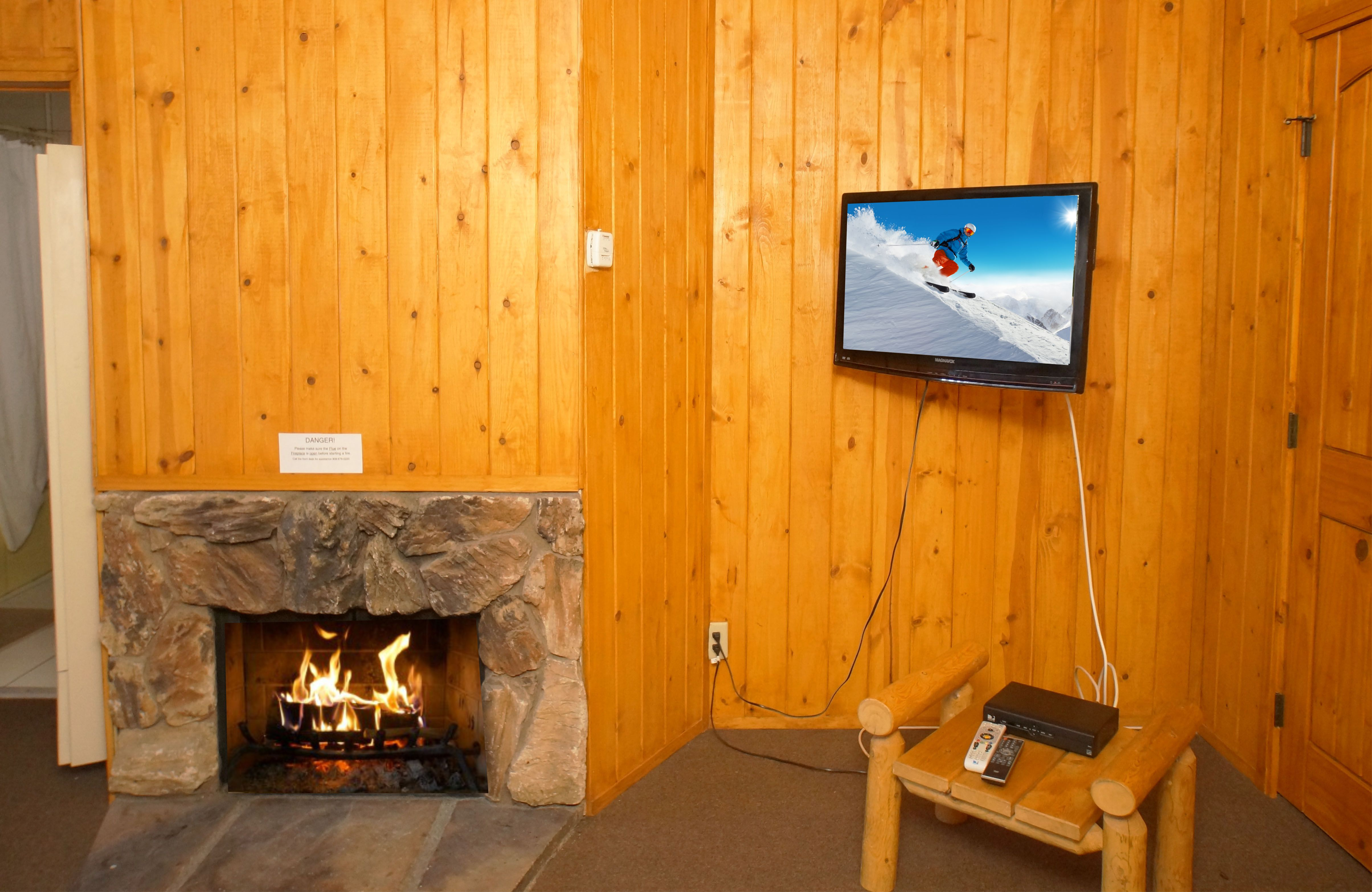 Fireplace w.TV