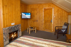 Bedroom w. TV and Fire