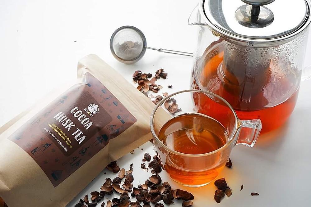 Cocoa Husk tea infused in a teapot - image courtesy of @kazekephotography