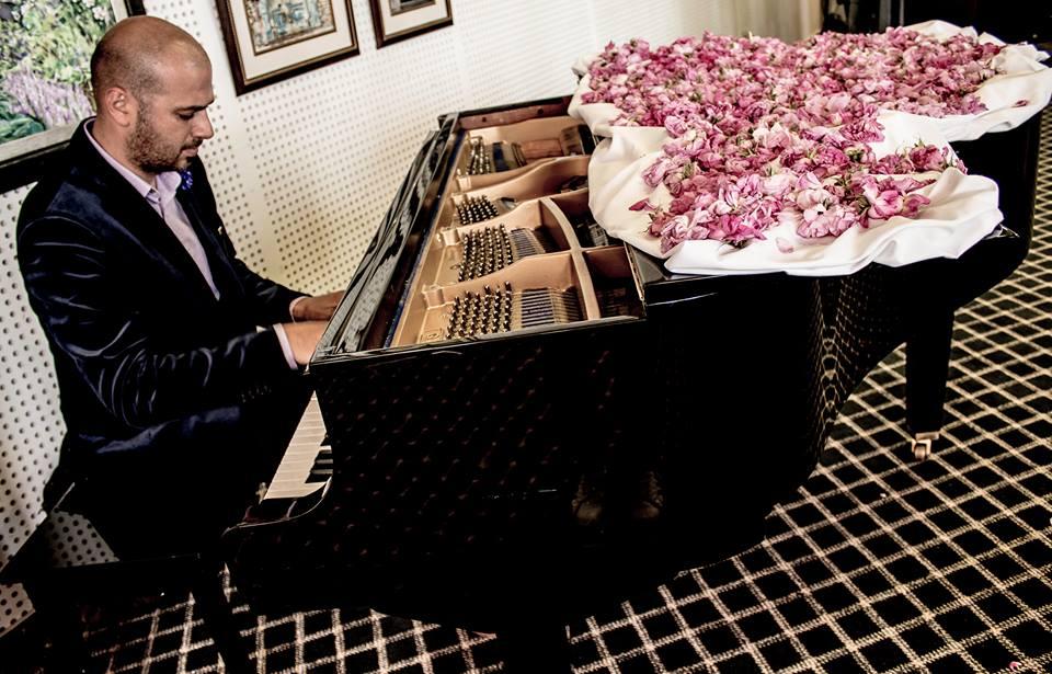 Maestro Piano Roses