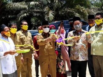 Bupati Pelalawan Resmikan Pembangunan Pembangkit Listrik Tenaga Surya di Desa Segati Kab Pelalawan