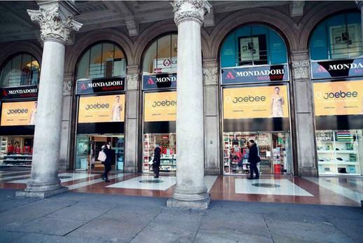 Advertisement at Piazza Duomo