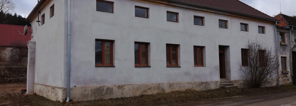 Realizovaný projekt rekonstrukce rodinného domu a hospodářského stavení v Třebíči, Řípově.