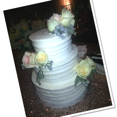 rustic cake real yellow roses.png