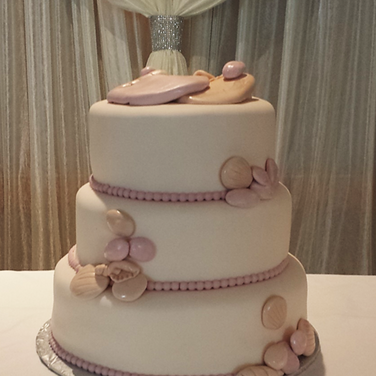seashell wedding cake.png