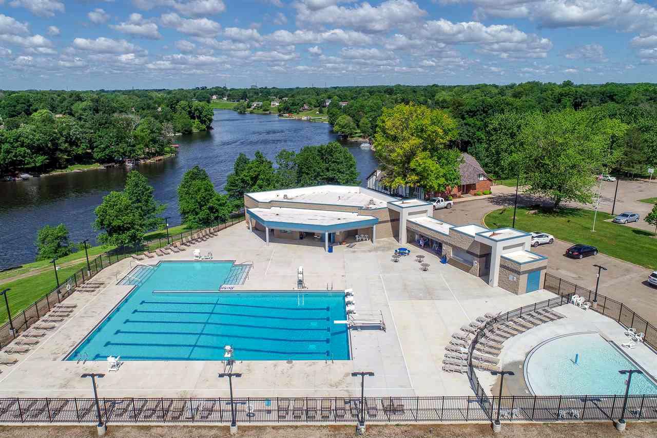 Pool-complex-Lake.jpg