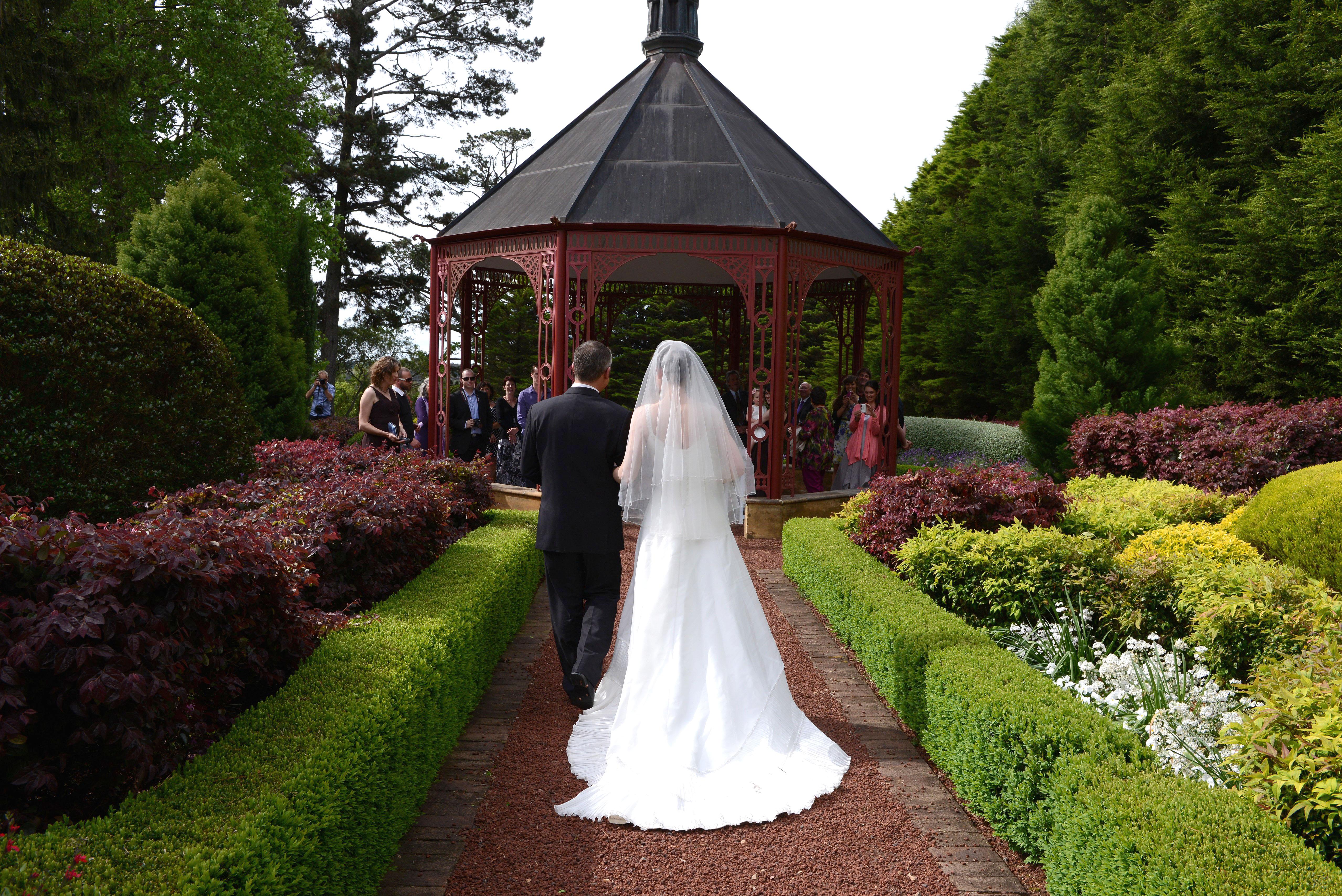 Bride, walking down aisle