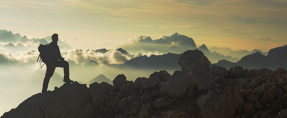 Perspektive über den Bergen