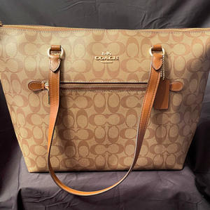 #50 – Coach #3 Gallery Tote