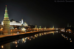 dark_night_of_kremlin_embankment_by_lyutik966-d5043vj