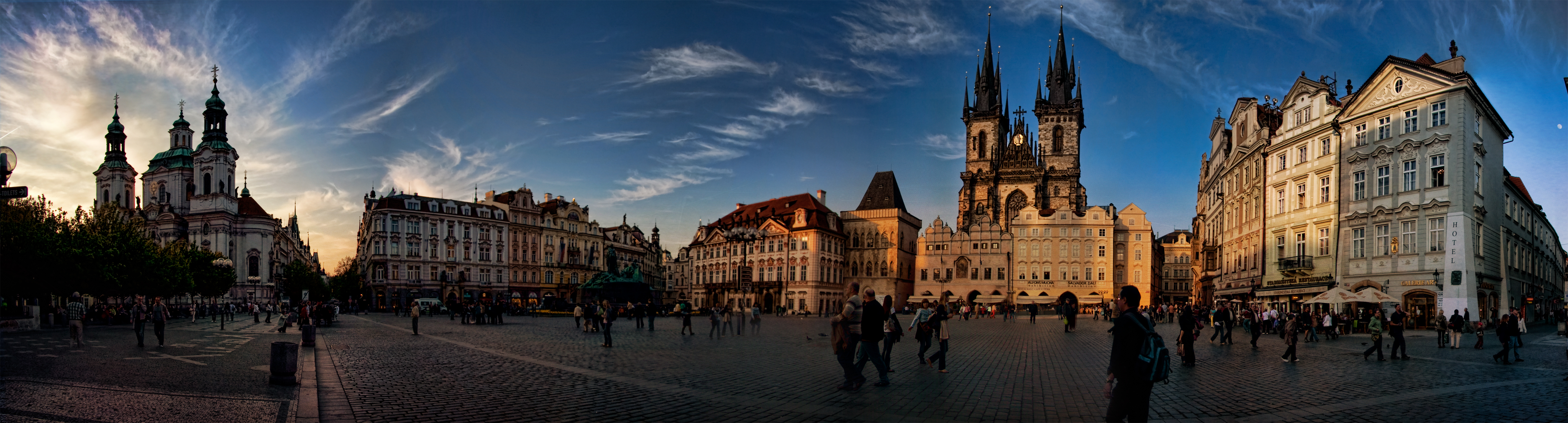 almost-Sunset-Prague-panorama