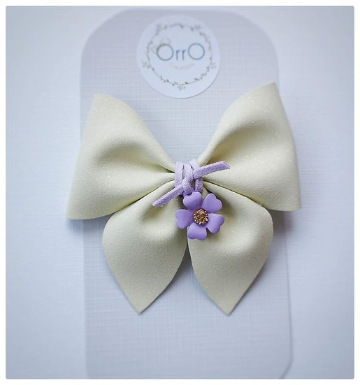 "3.5"" White Pinch Bow and Charm"