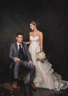 Jeune couple de jeunes mariés. Shooting en studio photos Libellule-photos.
