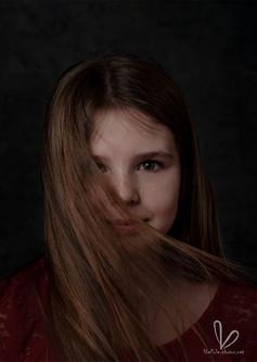 Fille avec longs cheveux