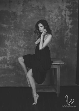 Belle femme. Photo en studio. Noir et blanc.