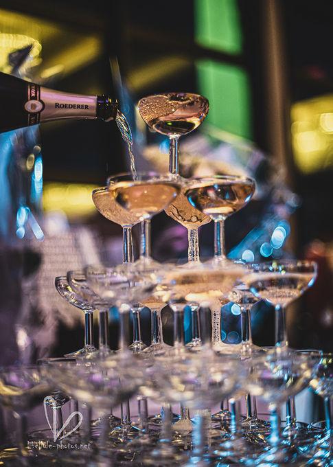 une coupe de champagne. Photo de mariage.