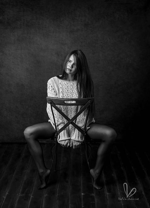 Photo de femme noir et blanc en studio à Molsheim