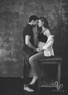 Photo de couple. Grossesse. Noir et blanc.