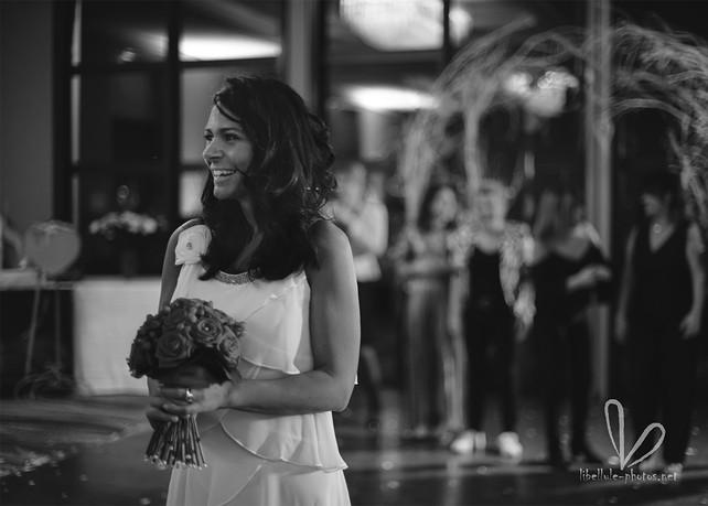 Mariée avec bouquet de mariée. Photo de mariage.