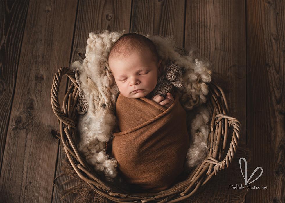 Bébé avec doudou.