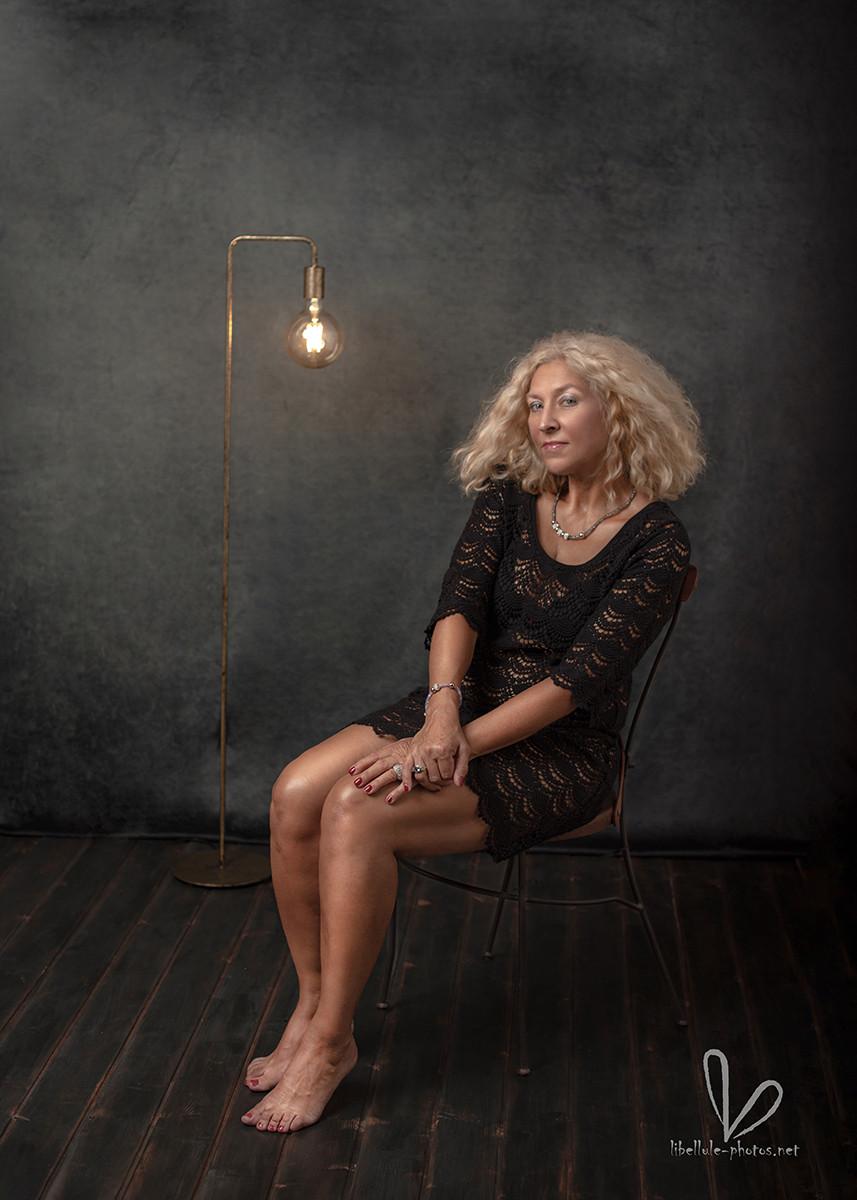 Photo de femme, femme blande, en studio à Molsheim.