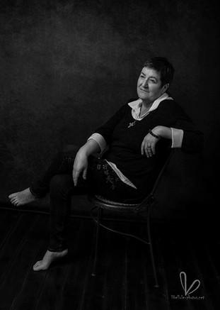 Photo de femme, noir et blanc, en studio photos à Molsheim