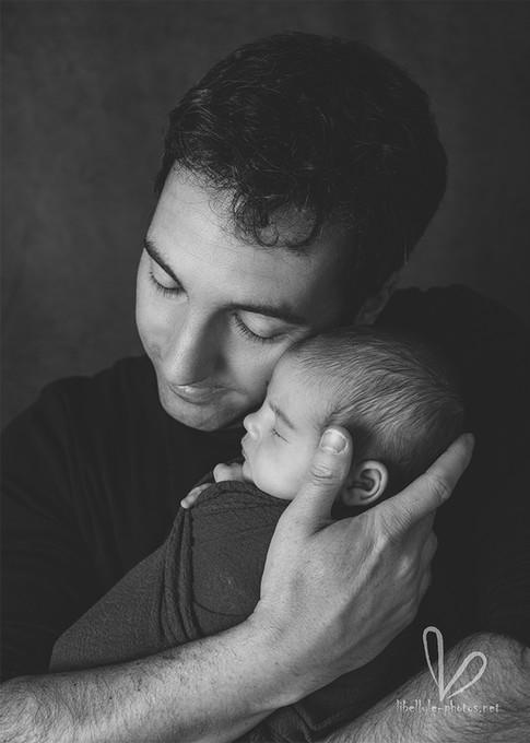 Papa avec nouveau-né.